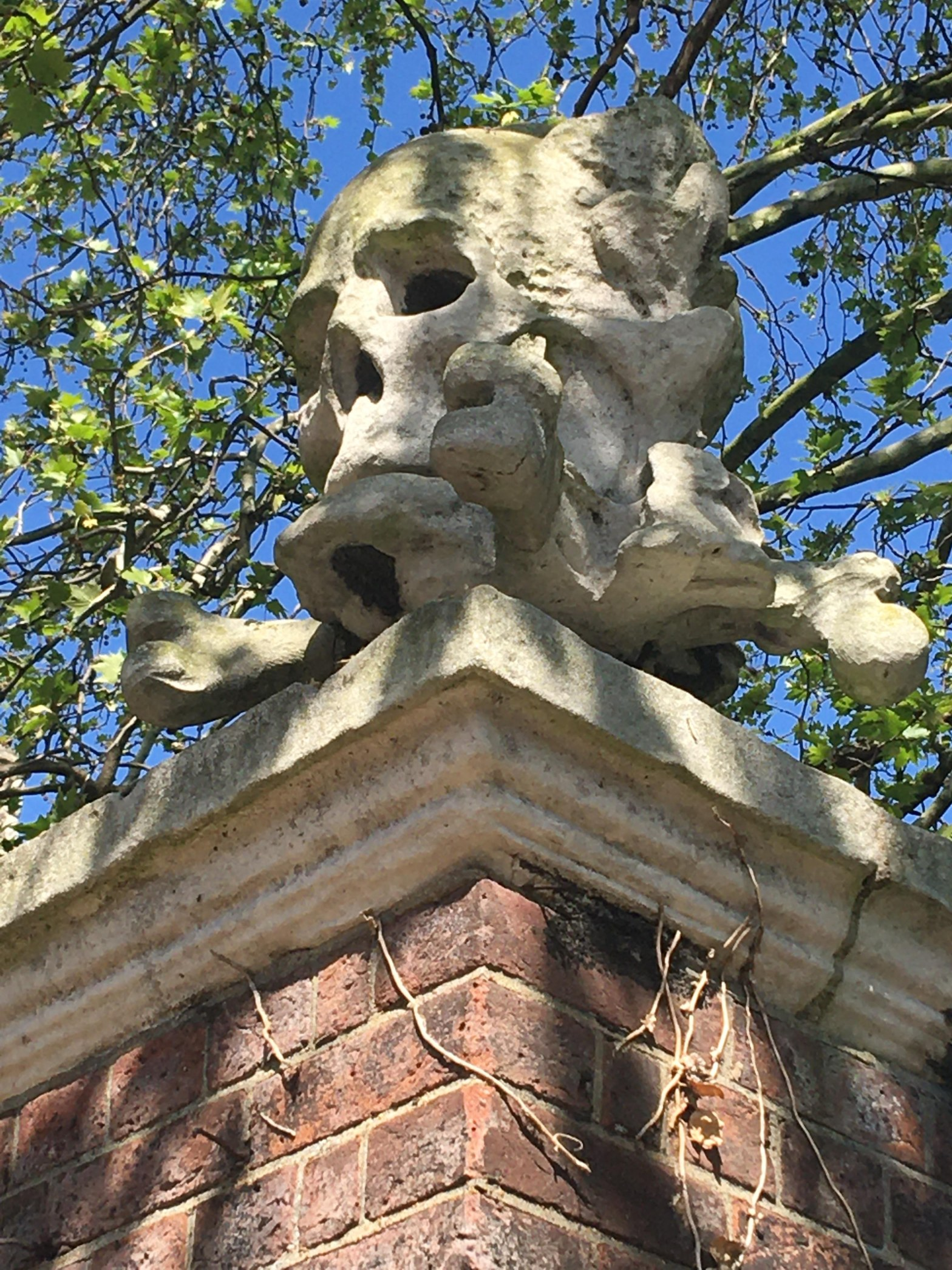 Momento mori skull outside of St. Nicholas Church in Deptford