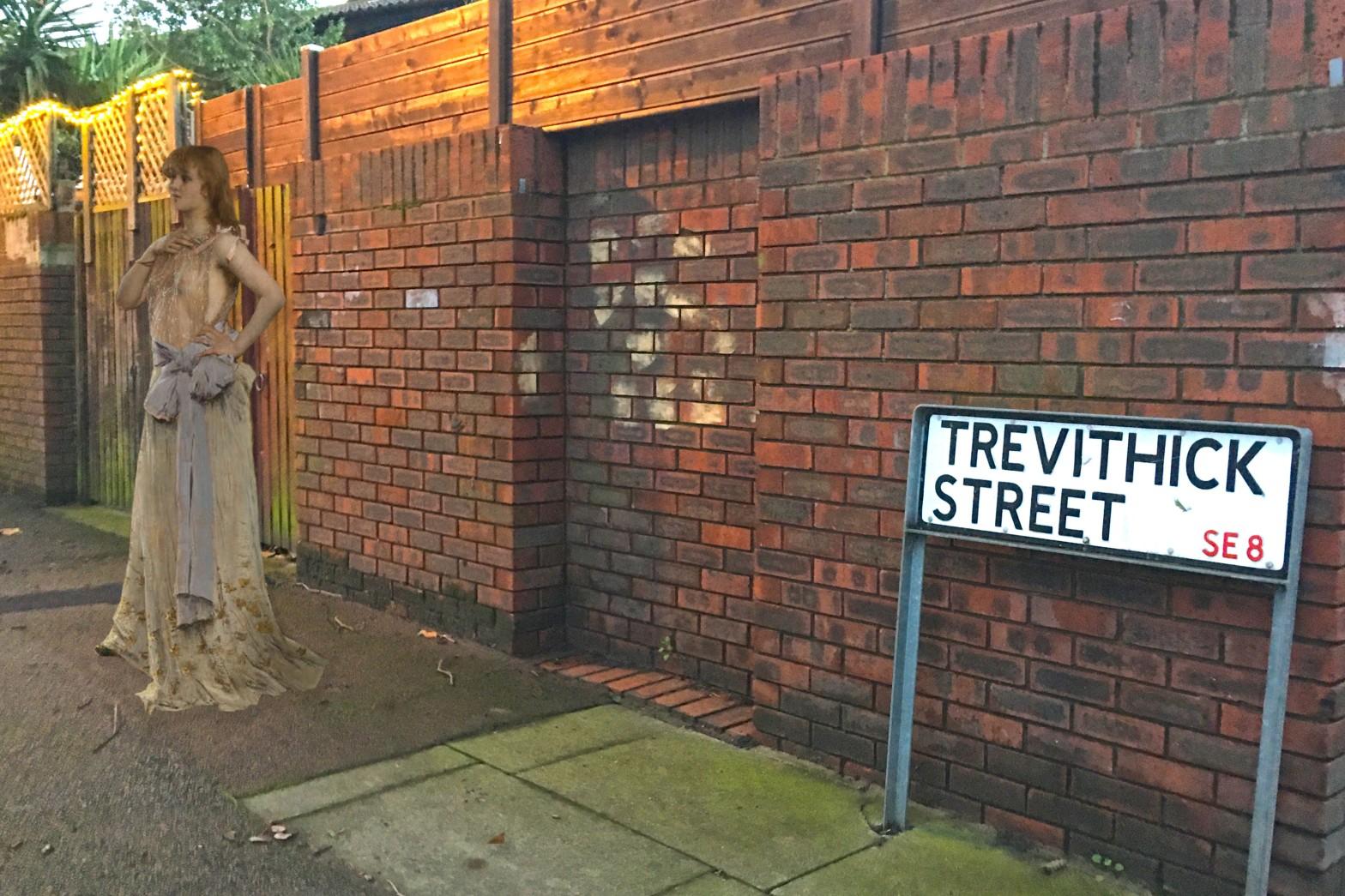 """Alfred Stevens's """"L'Étude du Rôle"""" (1888) on Trevithick Street in Deptford"""